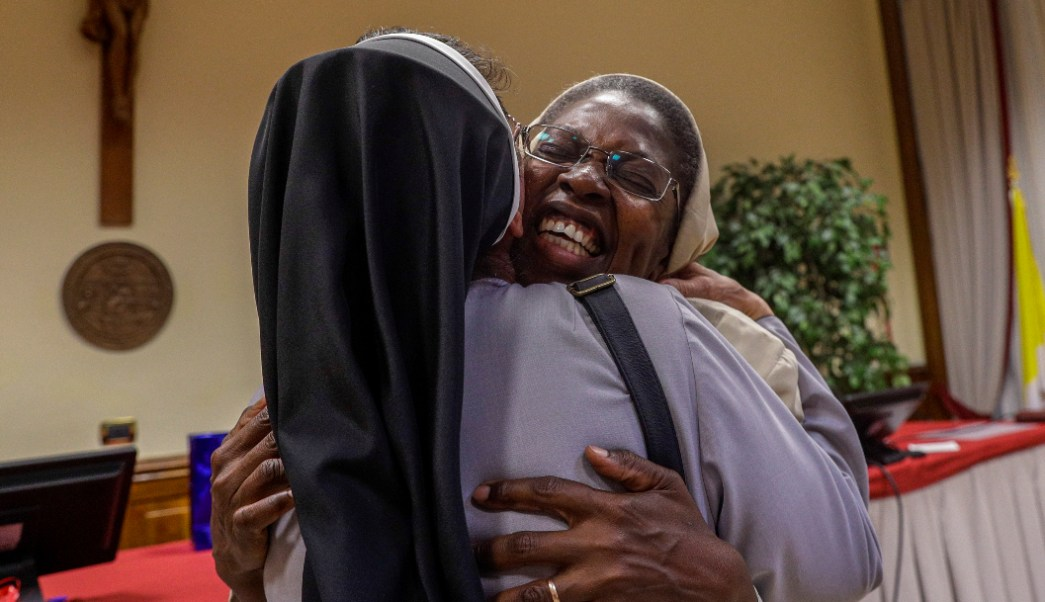Foto: Makamtine Lembo monja se titula con tesis sobre abusos sexuales sacerdotes. 7 Octubre 2019