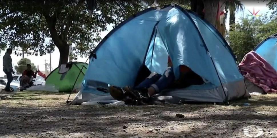 Foto Mexicanos acampan en Ciudad Juárez en espera de asilo en EU