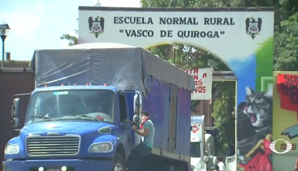 """""""Uno va a hacer su jale y no respetan"""": chofer retenido por normalistas en Michoacán"""