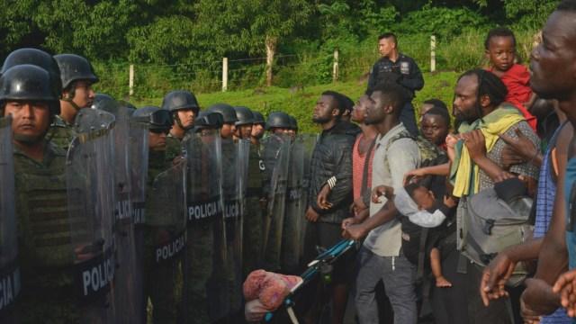 Migración y Guardia Nacional frenan caravana migrante; partían rumbo a EU