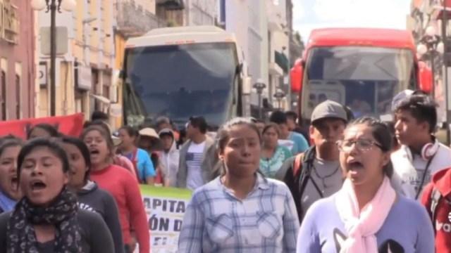 Alumnas normalistas de Puebla toman, nuevamente, autobuses para protestas