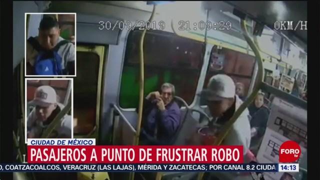 FOTO: Pasajeros enfrentan a delincuentes en microbús de CDMX, 6 octubre 2019