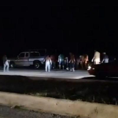 Pobladores saquean un tráiler en Calkiní, Campeche
