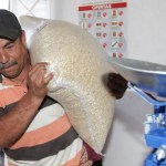 Foto: Una persona comprando maíz en una tienda Diconsa del país, 17 octubre 2019