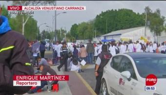 Químicos y auxiliares de laboratorios protestan en San Lázaro