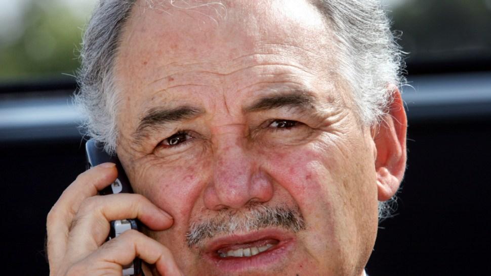 FOTO AMLO coincide en vuelo con Raúl Salinas de Gortari, pero se ignoran; en la imagen, el hermano de Carlos Salinas (AP, 2005)