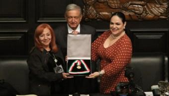 Rosario Ibarra de Piedra recibió la medalla Belisario Domínguez por parte del Senado. Recibió el reconocimiento su hija (izq), el 23 de octubre de 2019. (Foto: Moisés Pablo /Cuartoscuro.com)