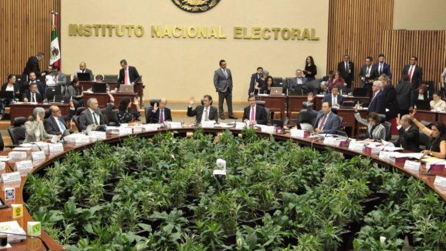 iNE impone multa millonaria a Morena