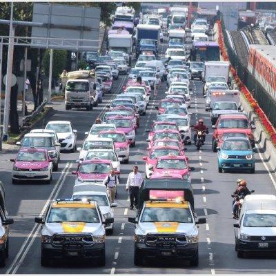 VIDEOS y FOTOS: Taxistas colapsan vialidades de la Ciudad de México