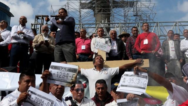 FOTO Taxistas realizan mitin en el Ángel de la Independencia (Cuartoscuro/Galo Cañas)