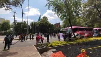 Trabajadores del INBAL bloquean Reforma (1)
