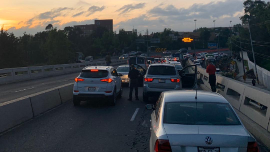 Foto: Tránsito paralizado en Puente de los Poetas, en Santa Fe, por bloqueo de taxistas, el 7 de octubre de 2019 (Twitter Iliana Martínez)
