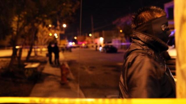 """Imagen: Después de un interrogatorio, uno de los rehenes señala que trabaja para un hombre apodado """"El Viejón"""", del Cártel de Jalisco, 14 de octubre de 2019 (Getty Images, archivo)"""