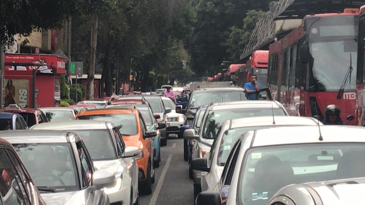 Foto: Los manifestantes bloquean ambas vialidades, 16 de octubre de 2019, (S. Servín)