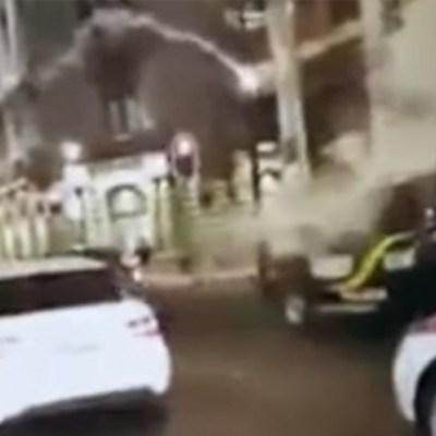 Captan agresiones a policías de la CDMX con extintores