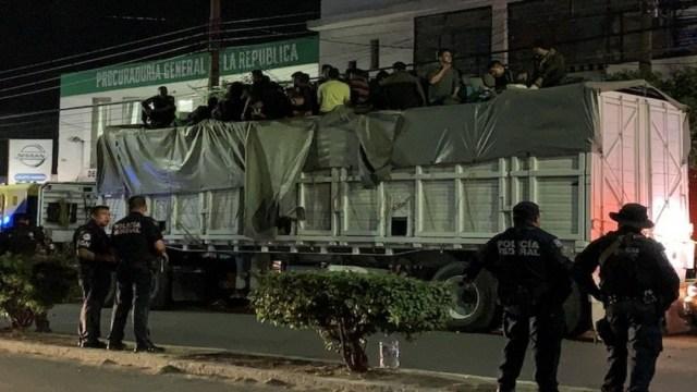 Detienen tráiler con al menos 100 indocumentados en la México-Querétaro