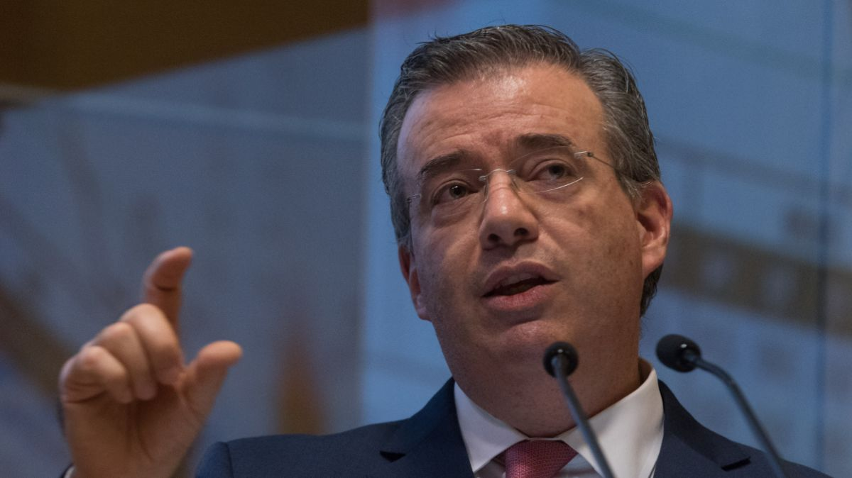 Alejandro Díaz de León, gobernador de Banxico