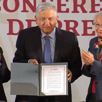 AMLO firma Acuerdo por la Igualdad entre Mujeres y Hombres;