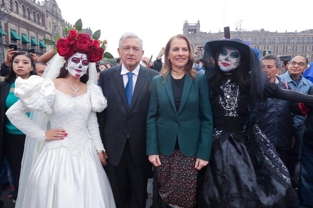 FOTO AMLO inaugura Altar de Altares por Día de Muertos en Zócalo CDMX (Presidencia de la República)