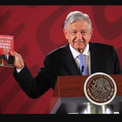 AMLO presume su nuevo libro 'Hacia una economía moral'