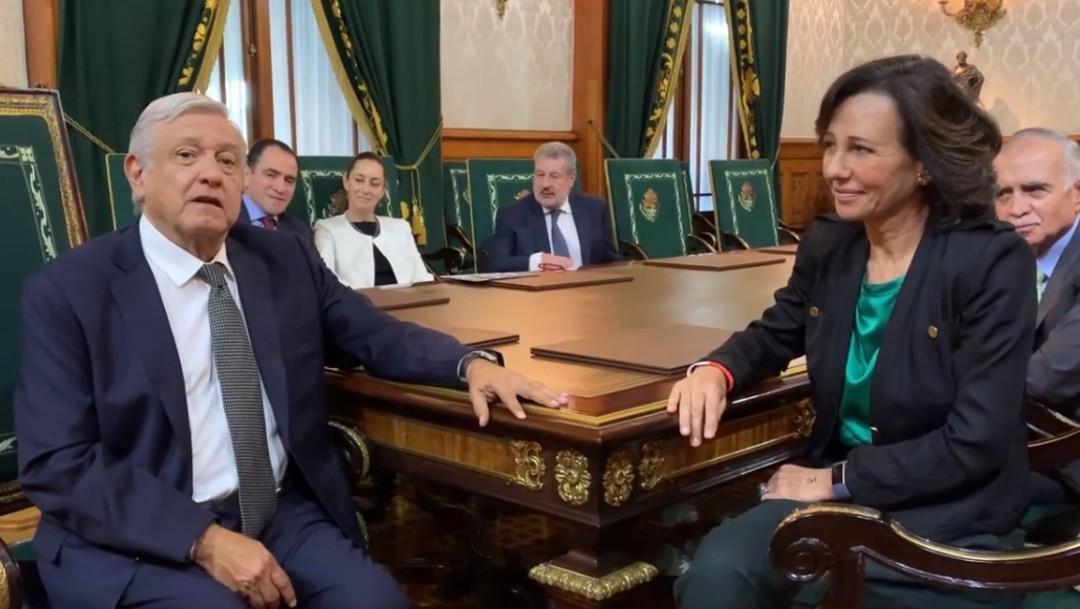 Foto: Anuncia AMLO acuerdo con banco para no cobrar comisiones por remesas