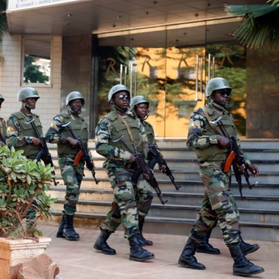Ataque terrorista mata a 53 militares y un civil en Mali