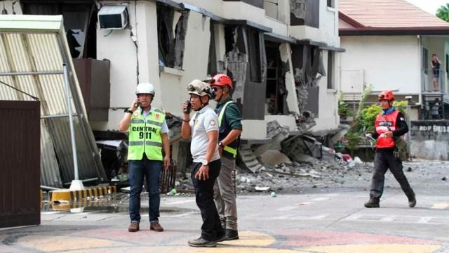 FOTO Aumenta a 16 la cifra de muertos por sismos en Filipinas. (AP)