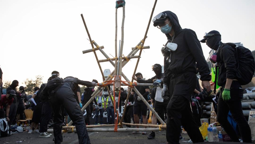 FOTO Las protestas vuelven a paralizar Hong Kong con barricadas