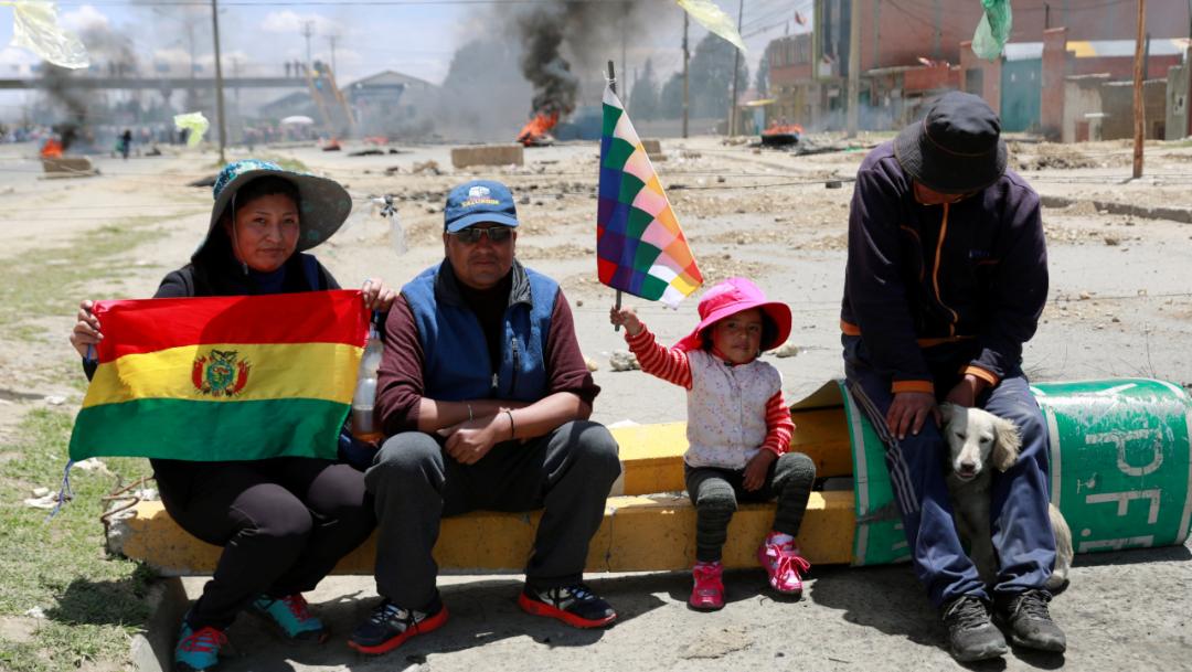 Foto: Los partidarios de Morales salieron a las calles poco después, a veces armados con bazucas caseras, pistolas y granadas, bloqueando carreteras, 17 de noviembre de 2019 (Reuters)