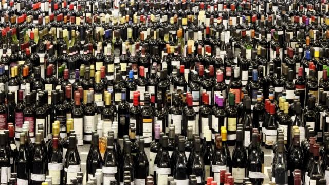 FOTO CDMX tendrá 4 nuevos impuestos en 2020, ¿cuáles son?; en la imagen, botellas de vino (Getty Images)