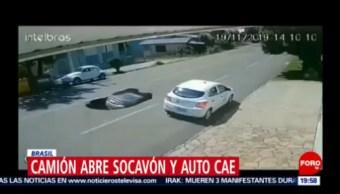 Foto: Video Camión Abre Socavón Carro Cae 21 Noviembre 2019