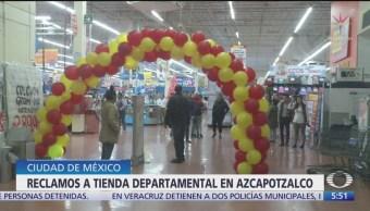 Cerca de 50 personas quedan dentro de una tienda comercial en CDMX