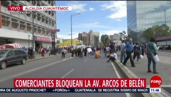 Comerciantes bloquean Arcos de Belén, en CDMX