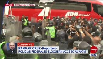 Conato de riña durante protesta de policías en el AICM