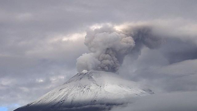 Foto: La Coordinación Nacional de Protección Civil exhorta a la población a mantenerse informada a través de fuentes oficiales sobre la actividad del volcán, 3 de noviembre de 2019 (Twitter @Popocatepetl_MX)