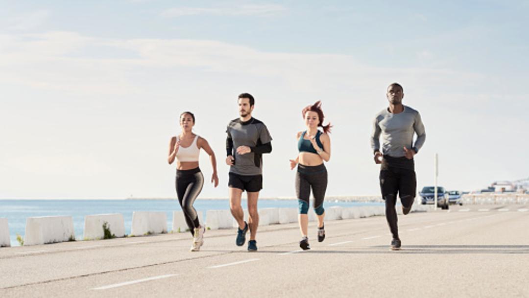 Imagen: Hasta ahora, salir a correr se había vinculado con una reducción de muerte cardiaca súbita, pero los investigadores dicen que los beneficios van más allá de eso, 5 de noviembre de 2019 (Getty Images, archivo)