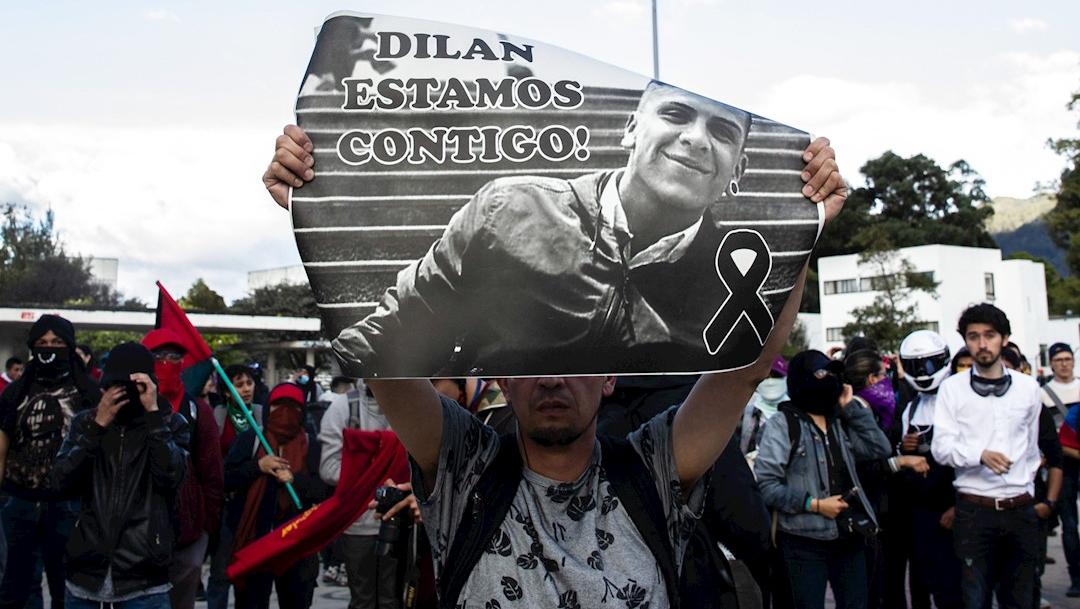 Foto: Cientos de colombianos participan en una manifestación en rechazo a la muerte del estudiante Dilan Cruz por un disparo de la policía antidisturbios, 26 noviembre 2019