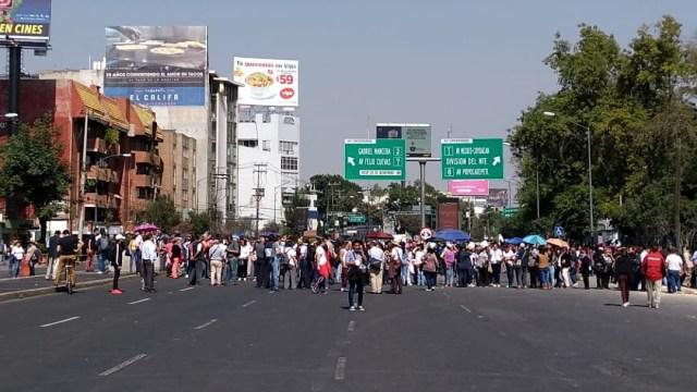 Foto: Continúa bloqueo de trabajadores de la SEP en avenida Universidad, 27 de noviembre de 2019 (S. Servín)