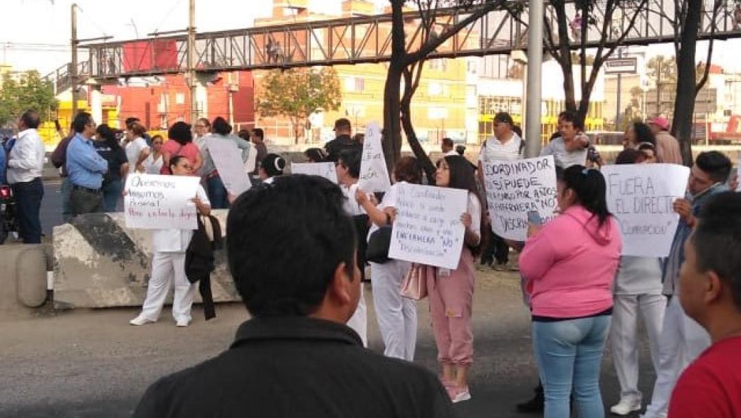 Foto: Enfermeras y policías riñen por bloqueo en calzada Ignacio Zaragoza, 27 de noviembre de 2019 (Twitter @ElGritonDigital)