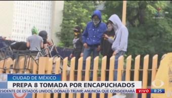 Foto: Encapuchados toman prepa 8