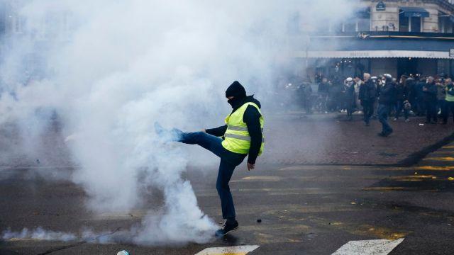 Enfrentamientos en París.