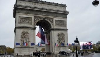 Foto: En Francia, el presidente Emmanuel Macron conmemoró el Día de Armisticio, visitando la Tumba del Soldado Desconocido debajo del Arco de Triunfo, 11 de noviembre de 2019 (AP)