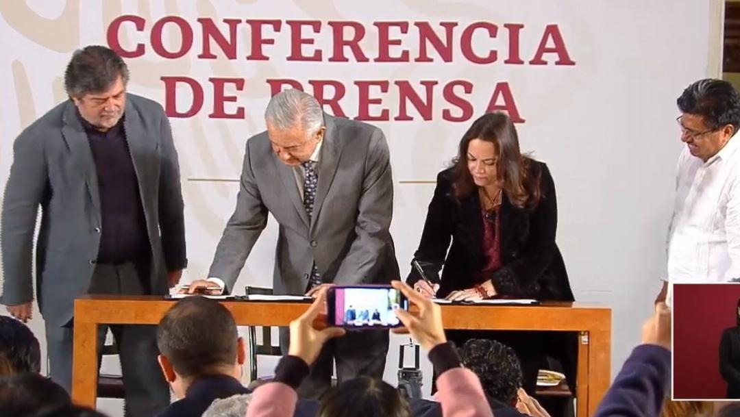 El presidente Andrés Manuel López Obrador firmó la convocatoria para la consulta del Tren Maya, 15 noviembre 2019 2019