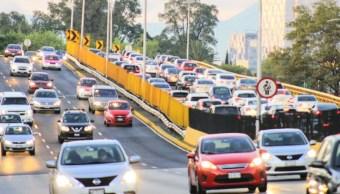 Imagen: Este viernes el Hoy No Circula aplica para los automóviles con engomado azul desde las 05:00 hasta las 22:00 horas