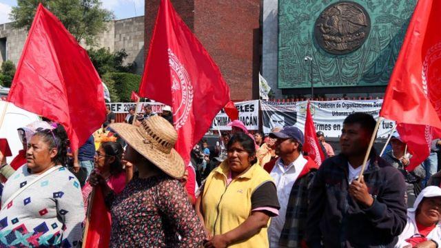 Foto: Campesinos bloquean las entradas a San Lázaro. Cuartoscuro