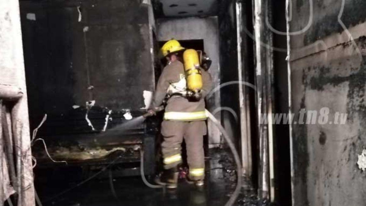 Foto: Bomberos sofocaron el incendio en un barrio pobre al este de Managua.