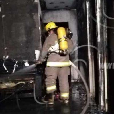 Muere niño en incendio mientras su madre cargaba su celular en otra casa