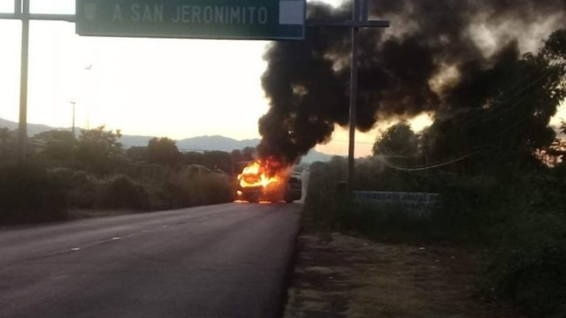 Foto: Incendian autobús de pasajeros en la carretera Acapulco-Zihuatanejo