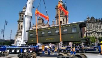 Locomotora Petra llega al Zócalo para celebrar la Revolución