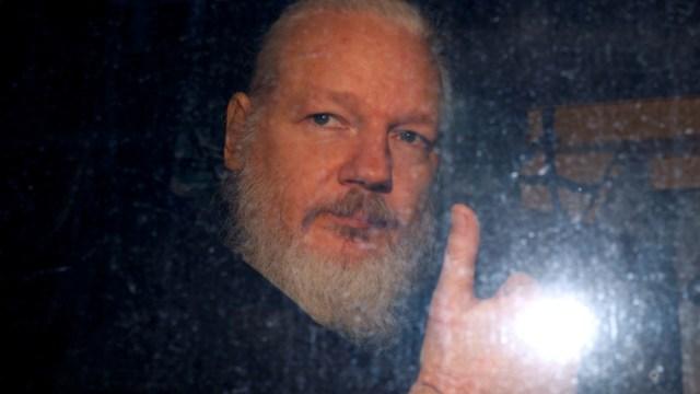 Imagen: En una carta firmada por médicos, piden que Assange sea llevado a un hospital universitario a fin de que sea evaluado y reciba la atención de especialistas, 25 de noviembre de 2019 (Reuters)